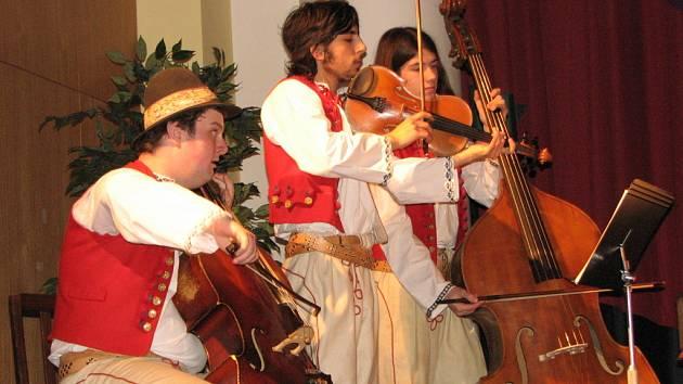 Charitativní koncert Pošli to dál havířovských neziskových organizací měl velký úspěch.