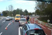 Nehoda motocyklisty na velkém kruhovém objezdu v Havířově