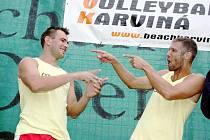 Filip Hanák (vlevo) s Michalem Provazníkem na archivním snímku z roku 2009 po vítězství na turnaji Kooperativy v Karviné.