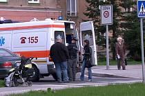 Nehoda na Hlavní třídě, kde auto na přechodu zachytilo kočárek s dítětem