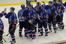 Hokejisté Karviné (v modrém) porazili doma Uherské Hradiště.