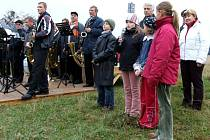 V úvodu programu zarecitovaly děti a s proslovy vystoupila starostka Těrlicka a starosta Třanovic (za dětmi).