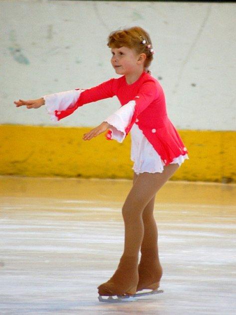 Malá krasobruslařka Karolína Krupová. Bude z ní v budoucnu velká závodnice?