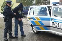 Policisté ze Šumbarku zadrželi několik hledaných osob.