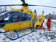Záchranářský vrtulník se používá k rychlé a šetrné přepravě vážně zraněných pacientů. Ilustrační foto