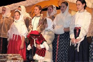 Nádherná předvánoční atmosféra ovládla v sobotu Kulturní dům Leoše Janáčka. O hezký kulturní zážitek se postaral folklorní soubor Vonička, který letos slaví své dvacáté narozeniny.