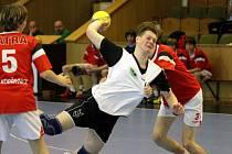 Mladší dorostenci Baníku (s míčem Hodulík) se v lize dočkali první porážky.