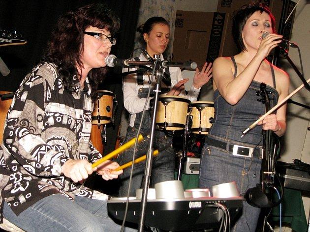 Dívčí kapela Ave band