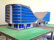 Model havířovského vlakového nádraží vytvořený z lepenky