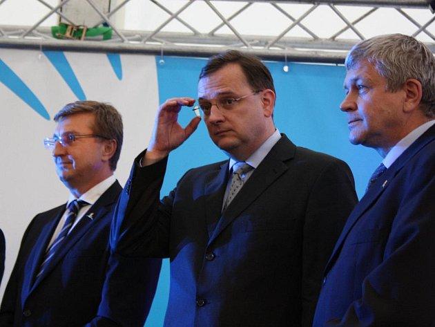 Český premiér Petr Nečas byl ve středu v Chotěbuzi na česko-polské hranici přítomen slavnostnímu zprovoznění česko-polského plynovodu STORK