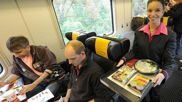Ilustrační snímek z interiéru dálkového vlaku RegioJet