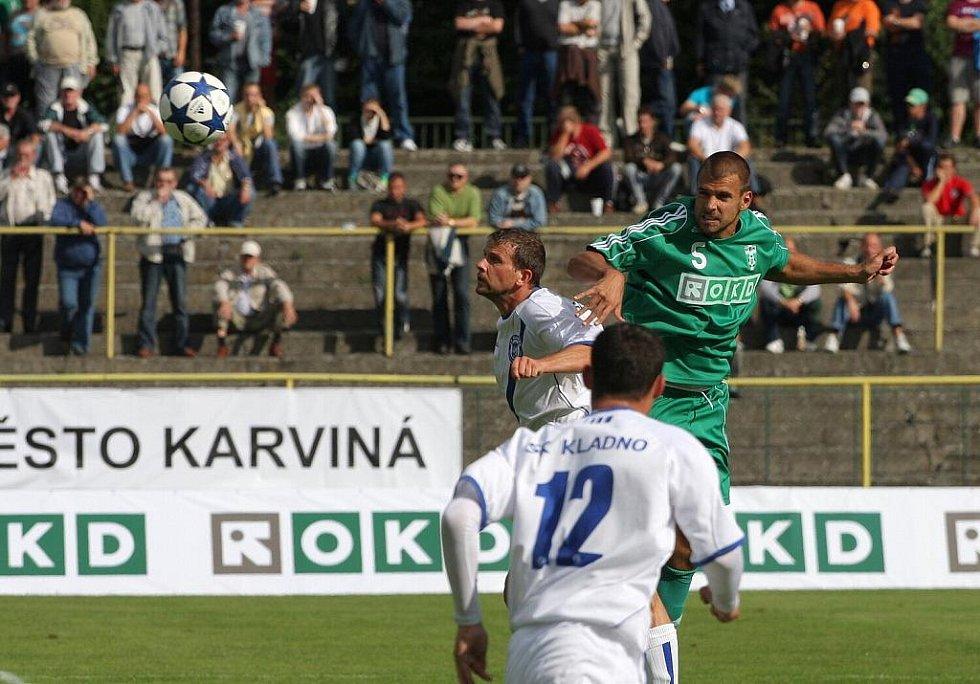 Karvinští fotbalisté (v zeleném) prohráli doma s Kladnem 0:2.