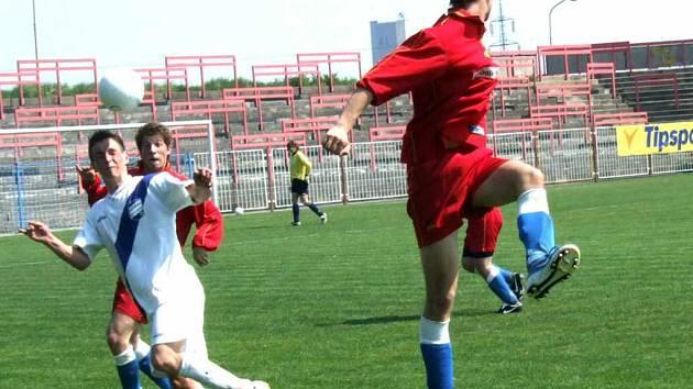 Dorostenci MFK Havířov (červené dresy) v domácím prostředí nestačili na Frýdek-Místek.