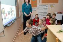 Děti si vyzkoušely, jak se pracuje s interaktivní tabulí.