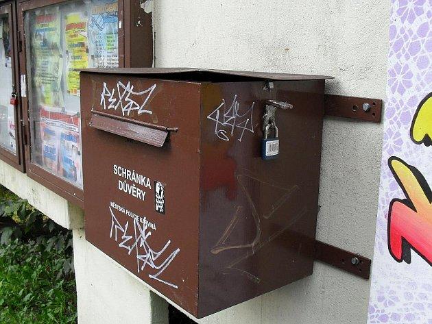 Schránky důvěry se stávají terčem vandalů