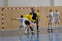 Sáloví fotbalisté Stonavy se již dostali do čela celostátní ligy futsalu - sálového fotbalu.