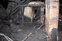 V karvinské kolonii Vagonka v pondělí večer shořela střecha jedné z vilek.