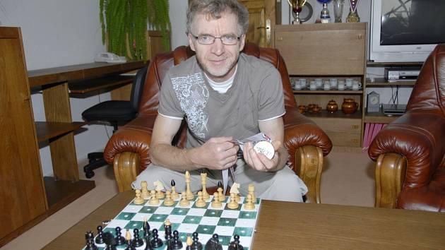 Jaroslav Olšar startuje za karvinský Jäkl v první lize šachových družstev.