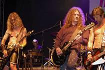 Festival Karviná nabídl vystoupení celé řady kapel. Například Dogu.