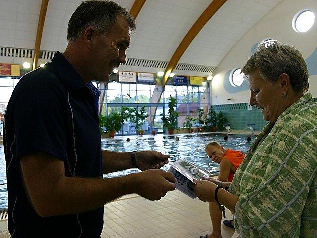 Miliontá návštěvnice bohumínského krytého bazénu Jarmila Koutná