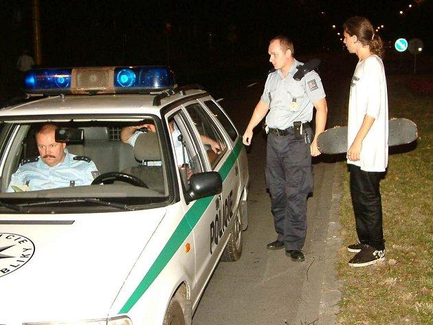 Mladík policistům přiznal, že po silnici jel zcela záměrně, protože spěchal a navíc dobrovolně doznal i to, že pil alkohol.