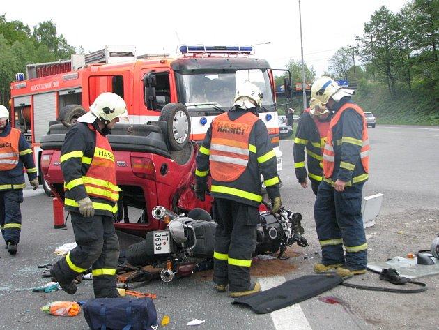 Nehoda motocyklu s osobním automobilem na Ostravské ulici v Havířově