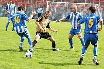 Fotbalisté Havířova (v modrém) doma nestačili na béčko Ostravy.