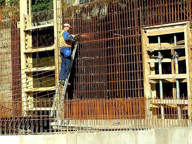 Stavba Domova seniorů Havířov je v plném proudu. Zřízení sice kvůli menším problémům zastupitelé odložili, ale na spuštění provozu to nebude mít žádný vliv.