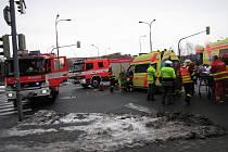 Nehoda záchranky s osobním automobilem