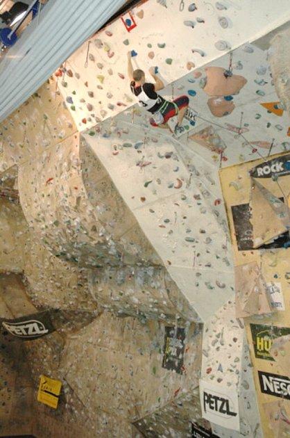 Také hasiči mají své přebory v lezení na umělé stěne.