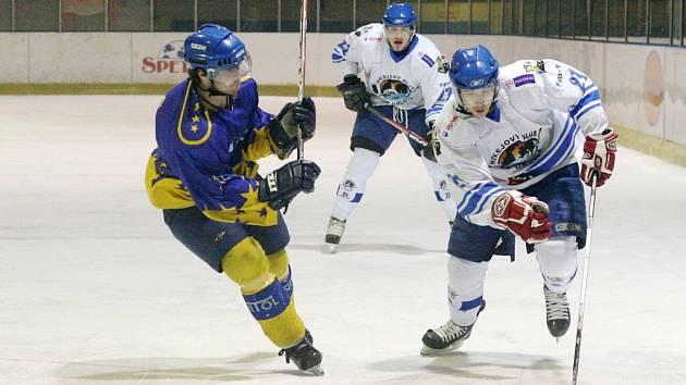 Hokejisté Orlové sehrají dnes od 17 hodin proti Opavě rozhodující duel čtvrtfinálové série.