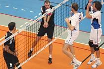 Volejbalisté Havířova (černé dresy) získali v extralize první body po jasné výhře nad Odolena Vodou.