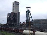 Odstřel těžní věže dolu Dukla v Havířově.