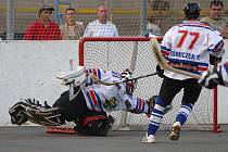 Karvinští hokejbalisté se jako nováček soutěže chtějí zachránit.