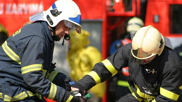 V bohumínské chemické společnosti Bochemie proběhlo cvičení záchranářů při simulovaném chemickém poplachu