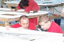 V hornosušských halách začala naplno montáž oken. Postupně by zde měly přibývat další pracovní příležitosti hlavně pro lidi z Havířova a okolí.