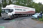 Nehoda způsobila komplikace v dopravě. Potíže mělo i vozidlo převážející krev.
