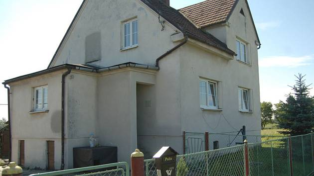 Dům, kde byla nalezena mrtvá mladá žena