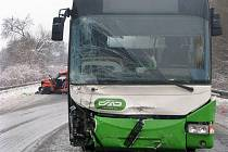 Tragická nehoda osobního vozidla s autobusem