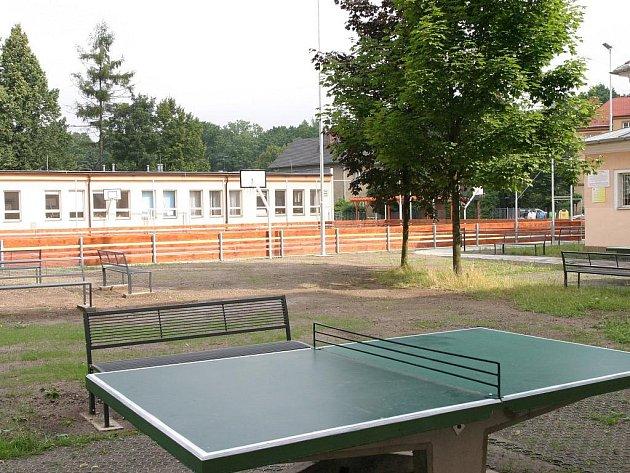 Upravený školní dvůr u ZŠ Masarykova v Bohumíně přivítá již v září děti na hodinách tělocviku.
