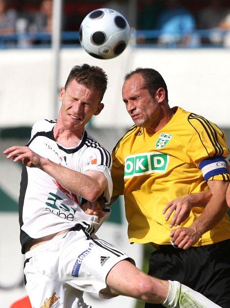 Martin Opic (vpravo) se trefil do té správné sítě - jeho gól však na body nestačil.