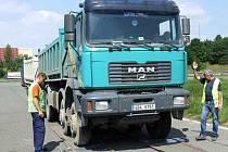 V průběhu čtvrtečního dopoledne se důkladné kontrole podrobilo několik řidičů nákladních automobilů a kamionů.