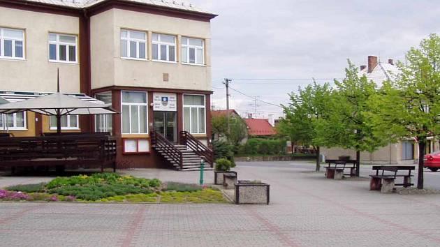 Tradiční vítání léta Těrlické slunko se bude konat na náměstí před Obecním úřadem v Těrlicku.