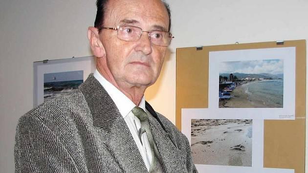 Autor výstavy fotografií Ludvík Wolf na vernisáži v Galerii Maryčka.