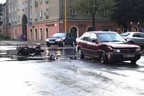 Motorkář doplatil na řidiče, který porušil zákaz řízení.