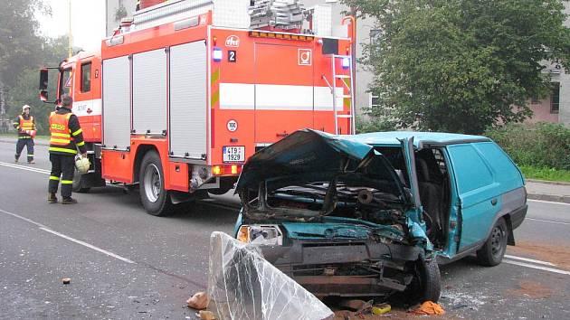Nehoda dvou osobních vozidel na Dělnické ulici v Havířově