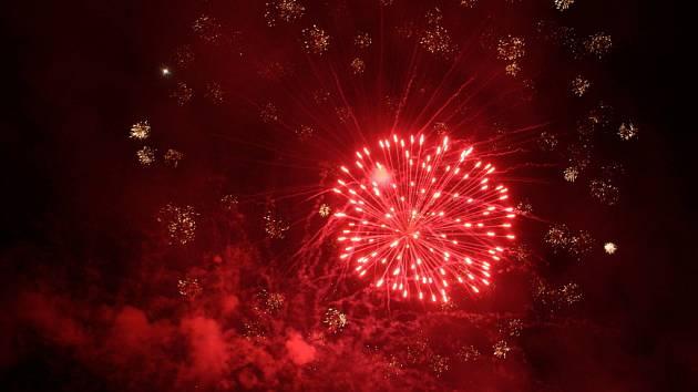 Ohňostroje již tradičně patří k zahajovacímu i zakončovacímu ceremoniálu.