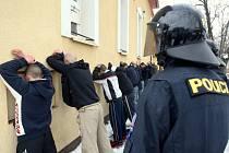 Rvačka fotbalových chuligánů v ostravské restauraci Eliáš, zákrok policie