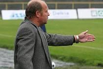 Trenér Leoš Kalvoda už nebude udílet pokyny karvinským fotbalistům. Skončil.