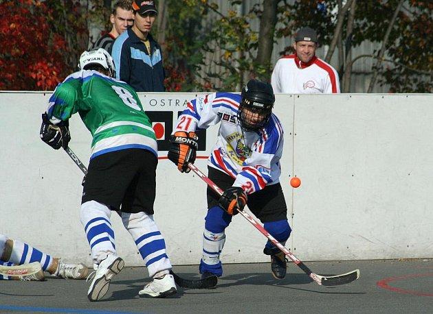 Hokejbalisté odstartovali sezonu. Muži dvakrát prohráli, dorost dvakrát vyhrál.